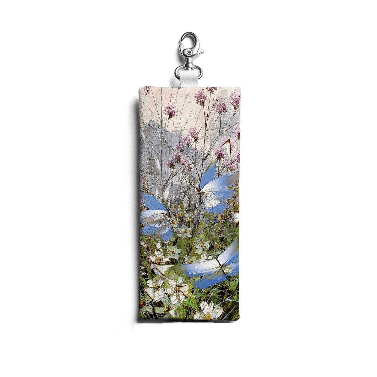 Ключница по картине Дмитрия Кустановича «Бабочки над цветами и травами»